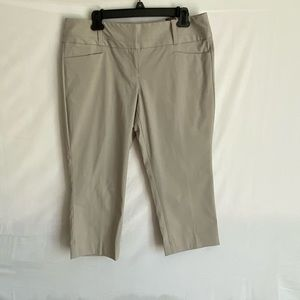 The Limited Exact Stretch Capri pants size 12